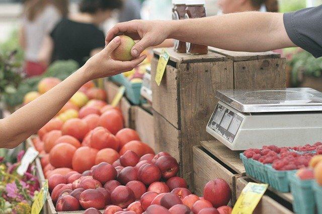 Operacion de compraventa al menudeo de fruta